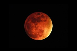 Total Lunar Eclipse Visible Over Randolph April 15, photo 1