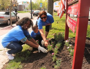 Roselle Comes Together for Community Clean Up Day, photo 42