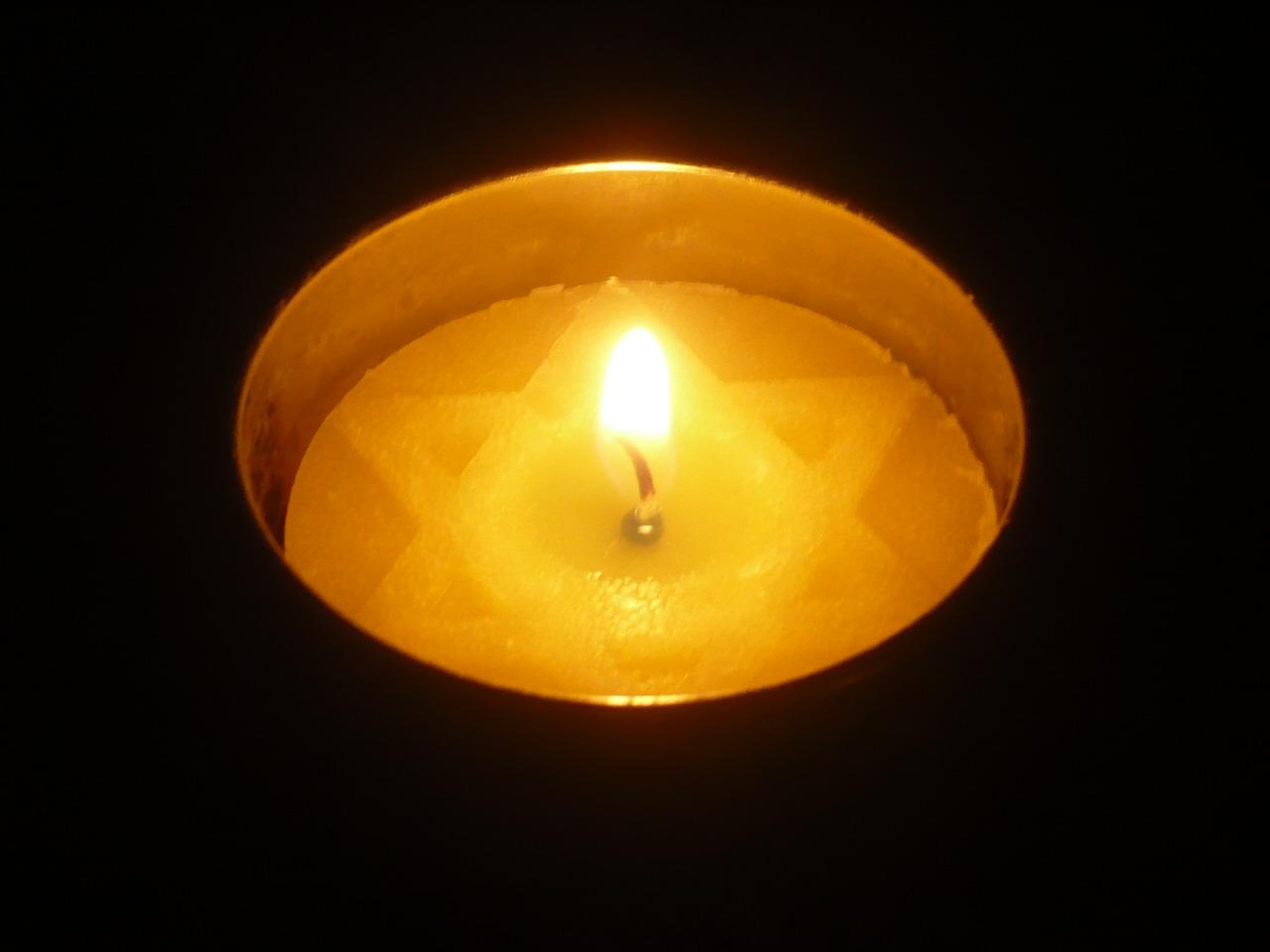 fc50c26d9e2a290019d6_Yom_Hashoah_candle.jpg