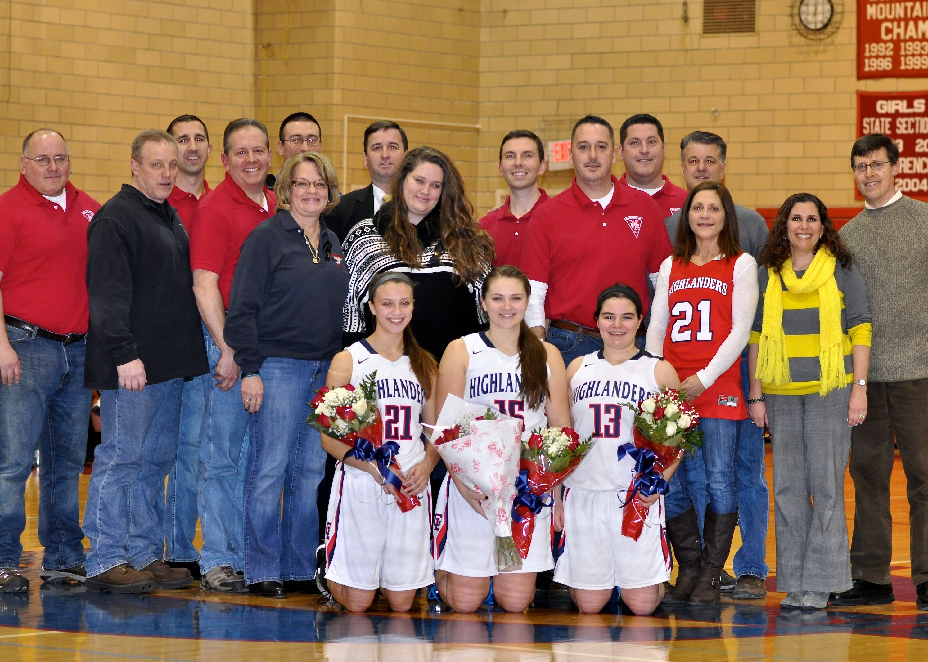 5a8eed5b191fa67d83f4_Sara_Dilly__Courney_Osieja_and_Hayley_Berliner_with_their_families_and_the_Mountainside_Police_Officers.JPG