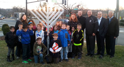 Top_story_4876bf1b513b05859bf5_west_caldwell_menorah_lighting