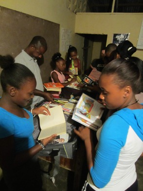 Residents of El Coyote Enjoying Donated Books from Hilldale Elementary