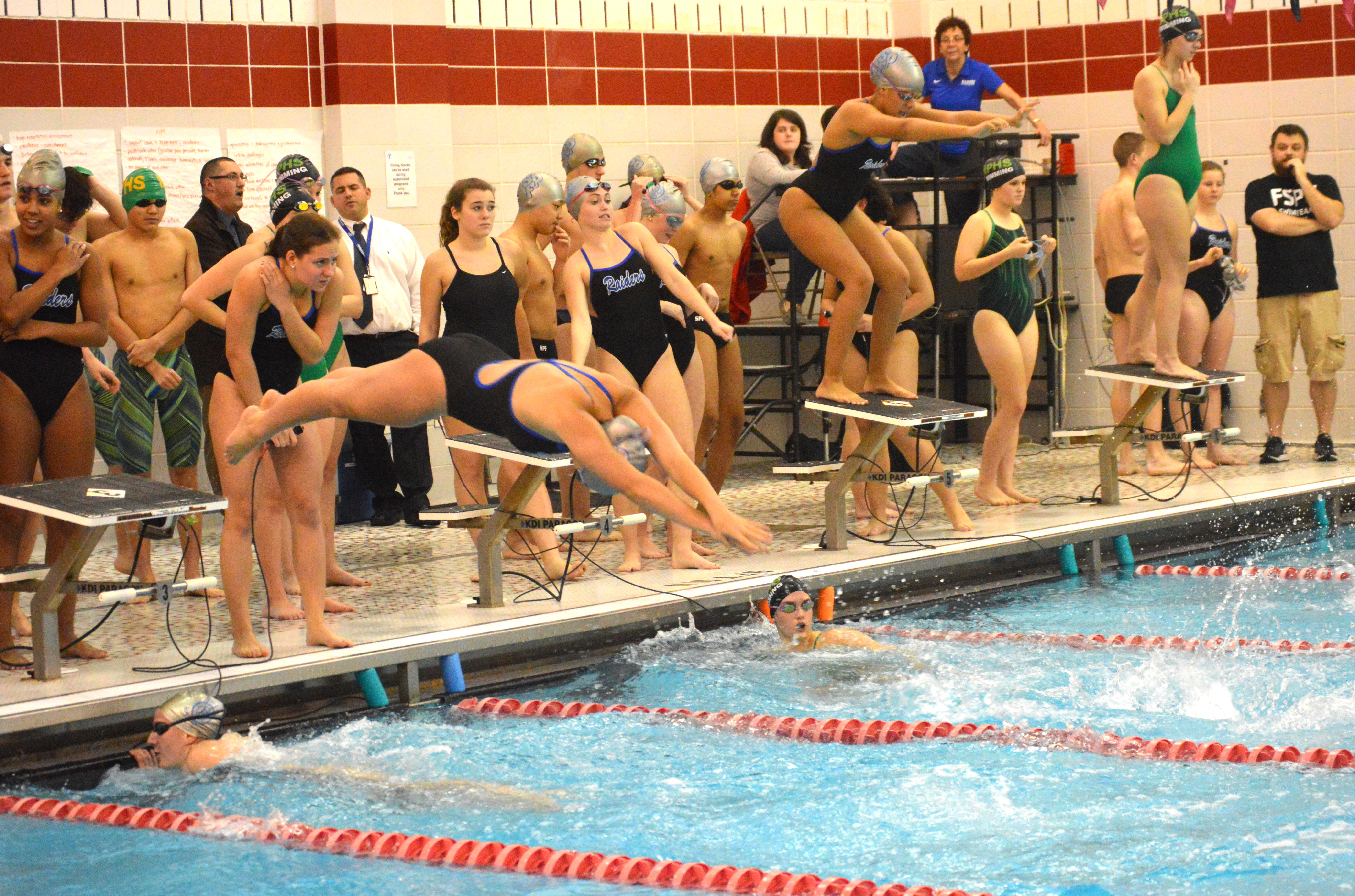00fde42f32ec10208884_SPFHS_girls_relay_1-19-16.JPG