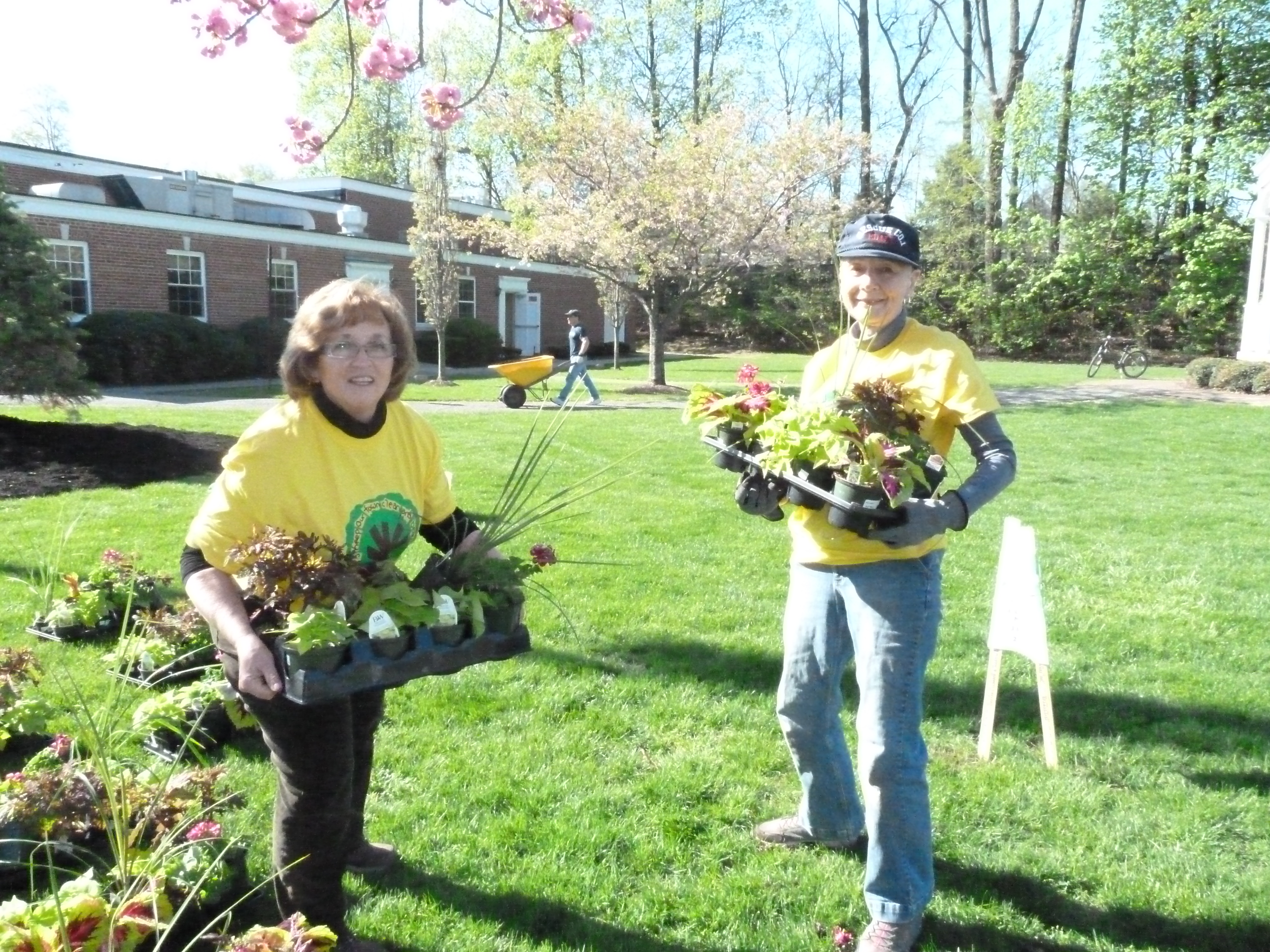 b379efe79c24e13a875e_Director_of_Community_Services_Janice_R._Piccolo_and_Volunteer_Helen_Gardener_sort_palnts_fo_rhte_central_busienss_district_planters.JPG