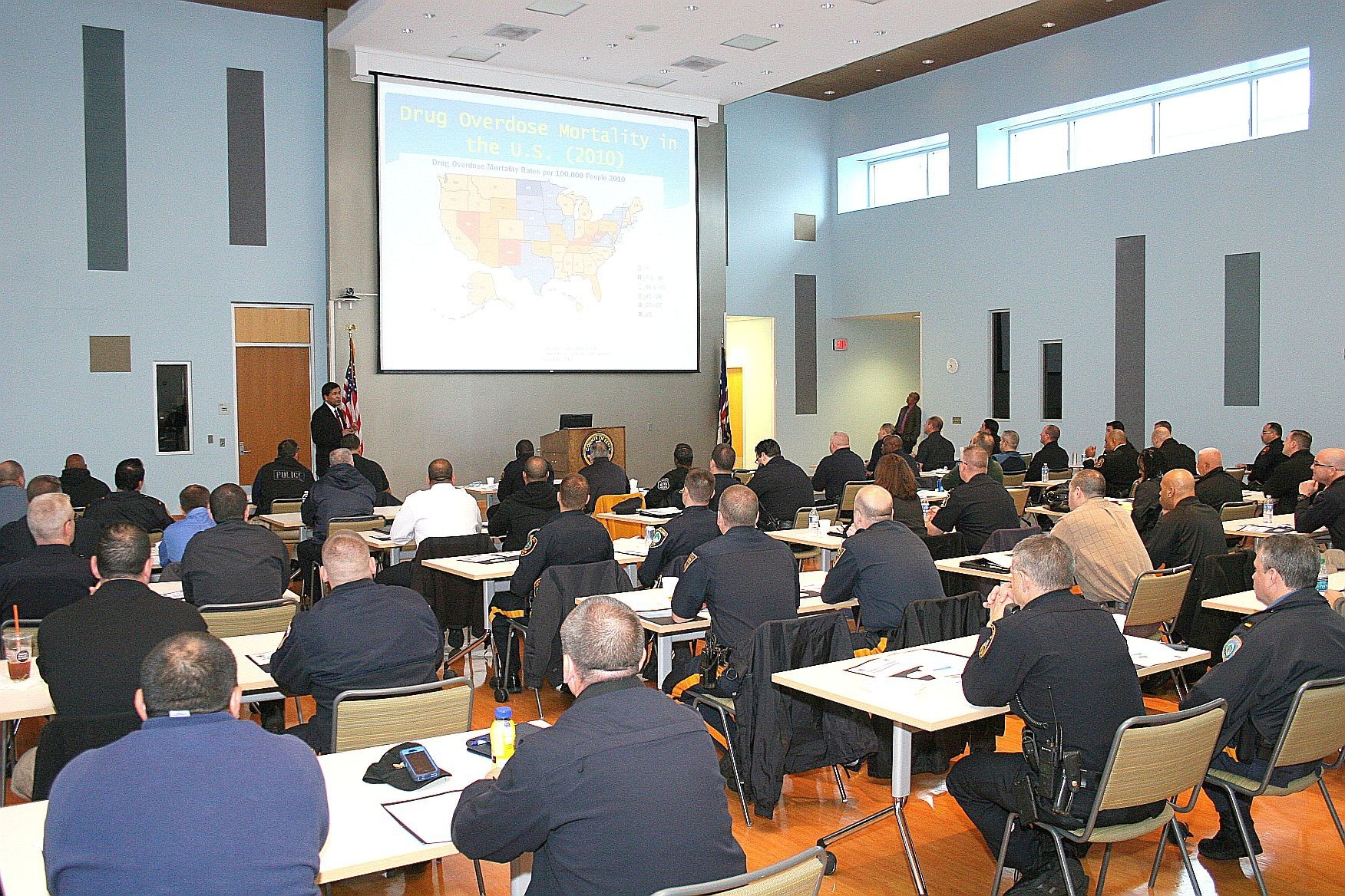 bb6a85b3e84125fdde15_Police_Officers_learn_how_to_use_Narcan.jpg