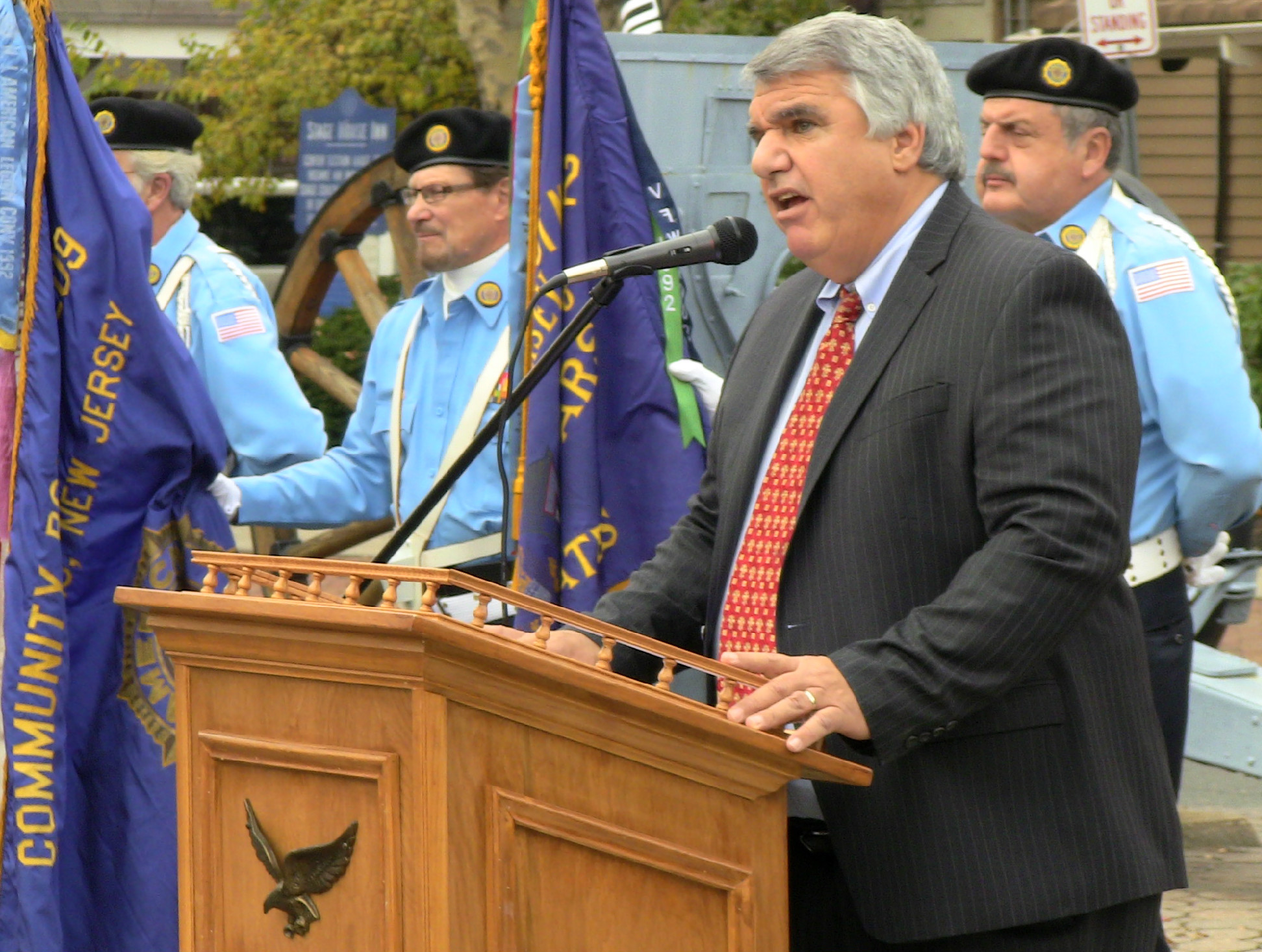 1d40931e348d561c70ff_Scotch_Plains_Mayor_Kevin_Glover_delivers_remarks.JPG