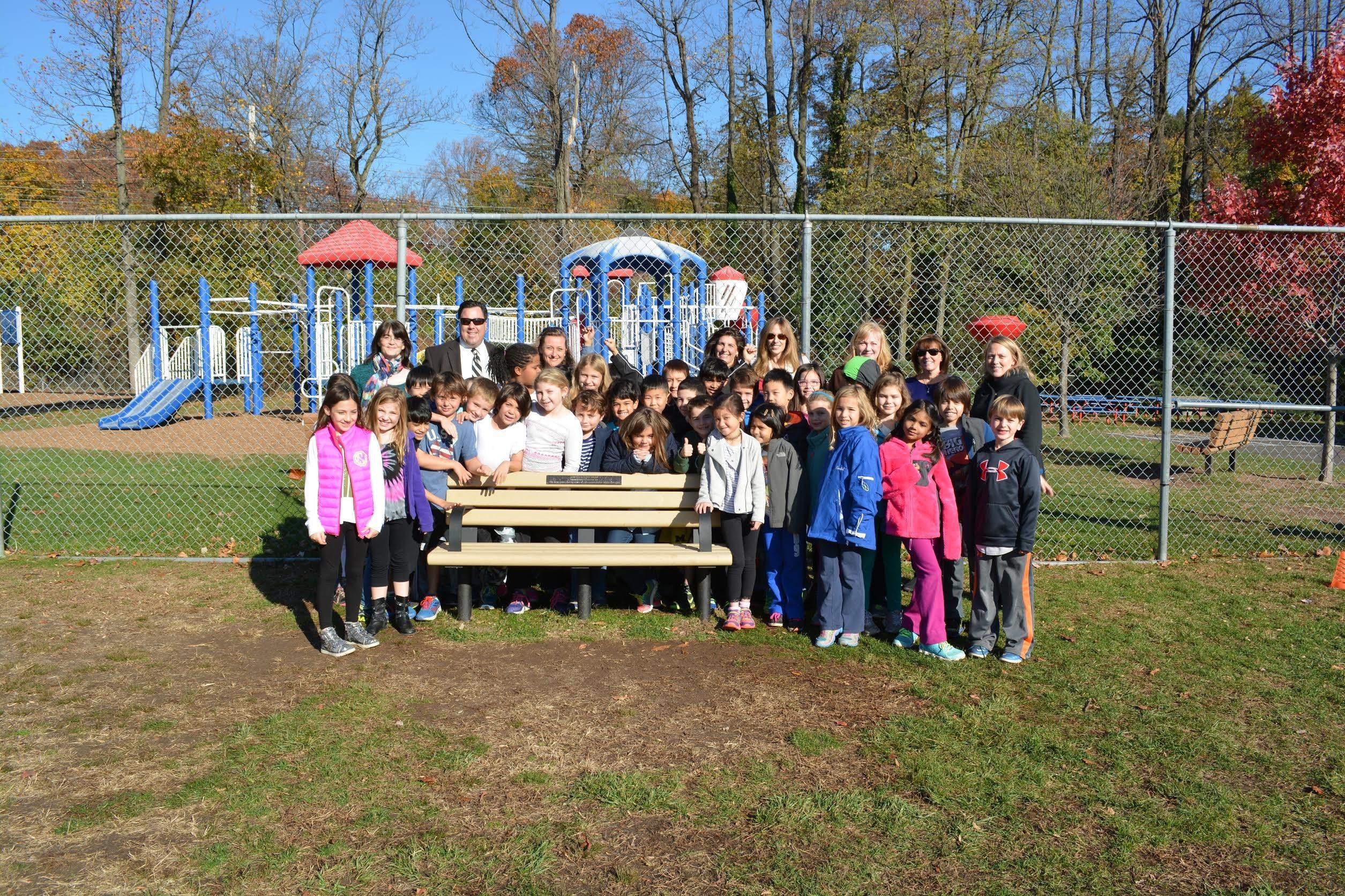 Glenwood Elementary Establishes Buddy Bench At Recess