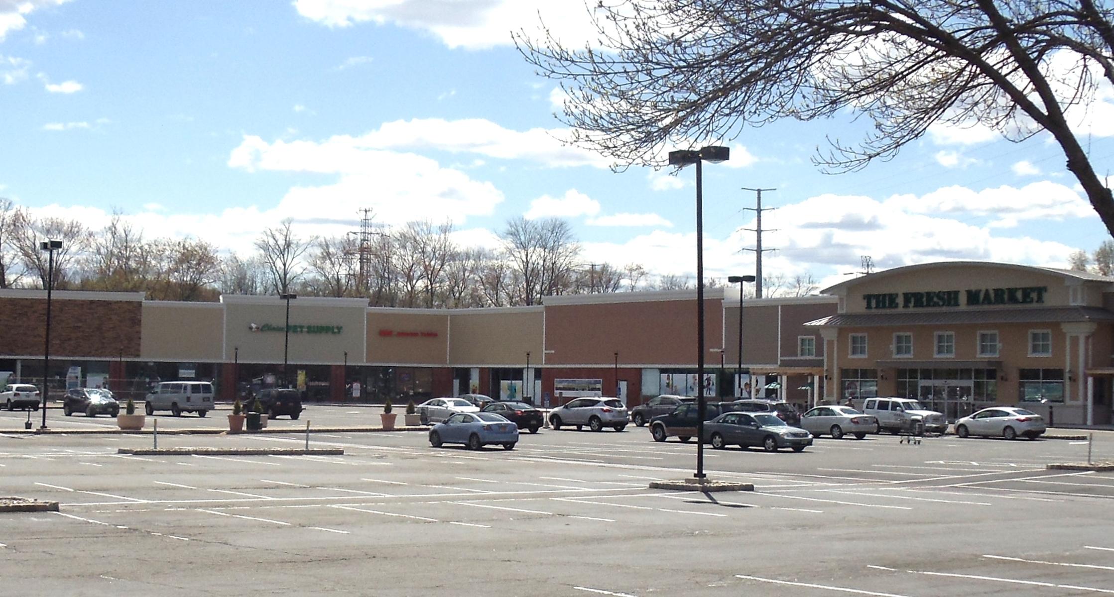 9abaf02ee0b0df07b607_The_Shoppes_at_the_Livingston_Circle__1_.jpg