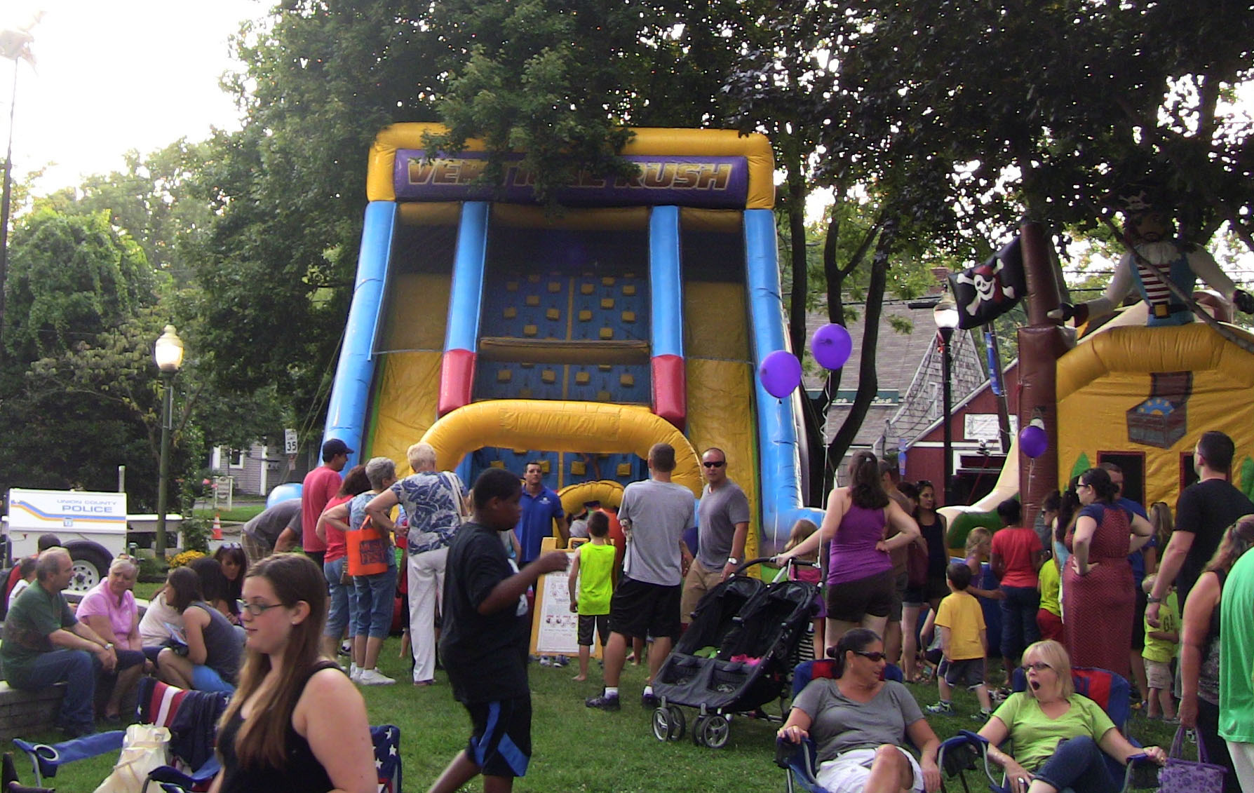 ebf16930138fa8d49323_Lines_for_Bounce_House.jpg