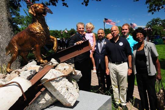 Top_story_0e4e61a7bf9eab52145c_canine_statue_dedication
