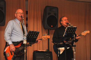 The Glenn Lewis Band was the musical entertainment for the evening.