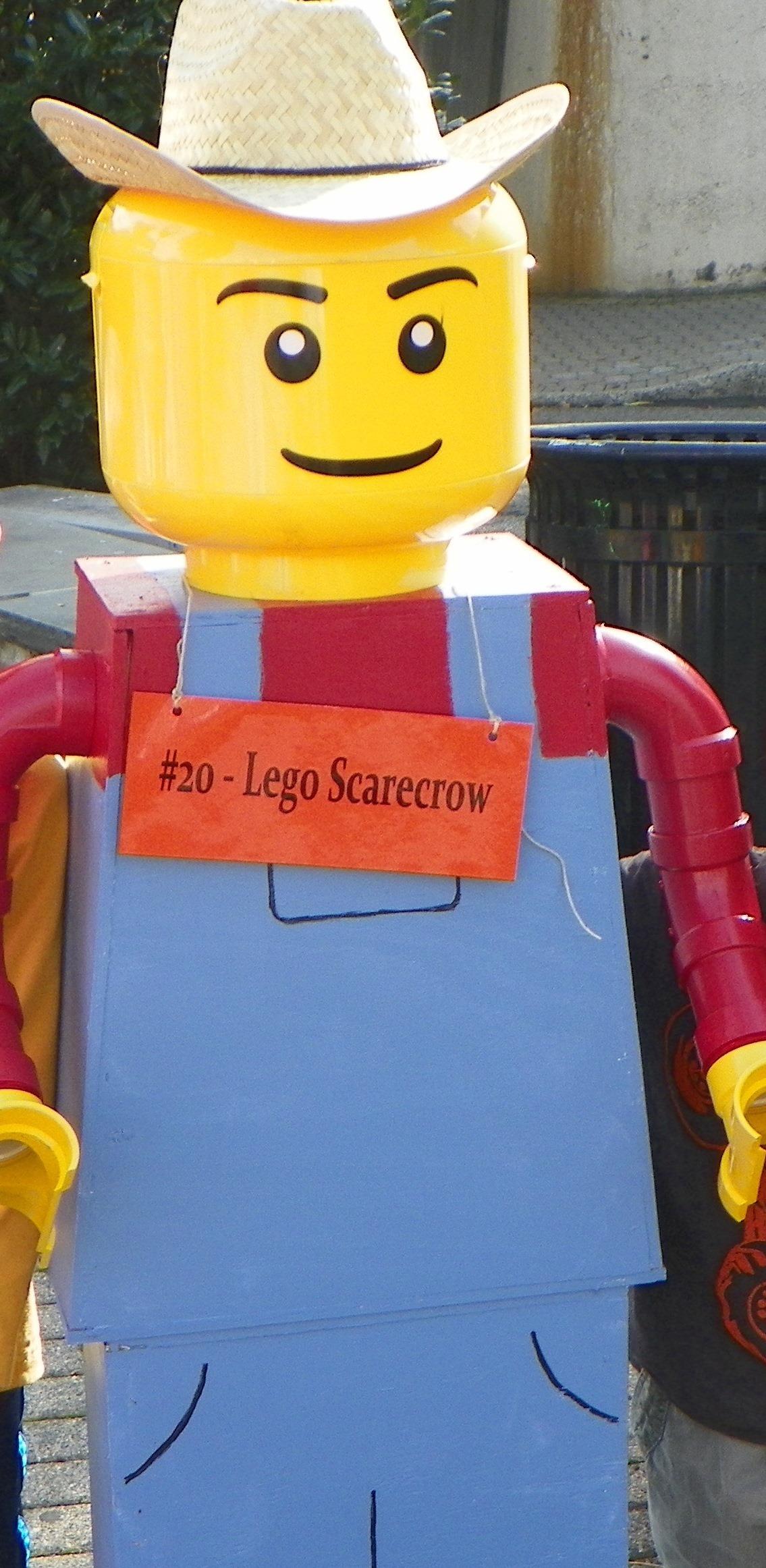 3fbc57246a39d6336bfe_LegoScarecrowC.jpg