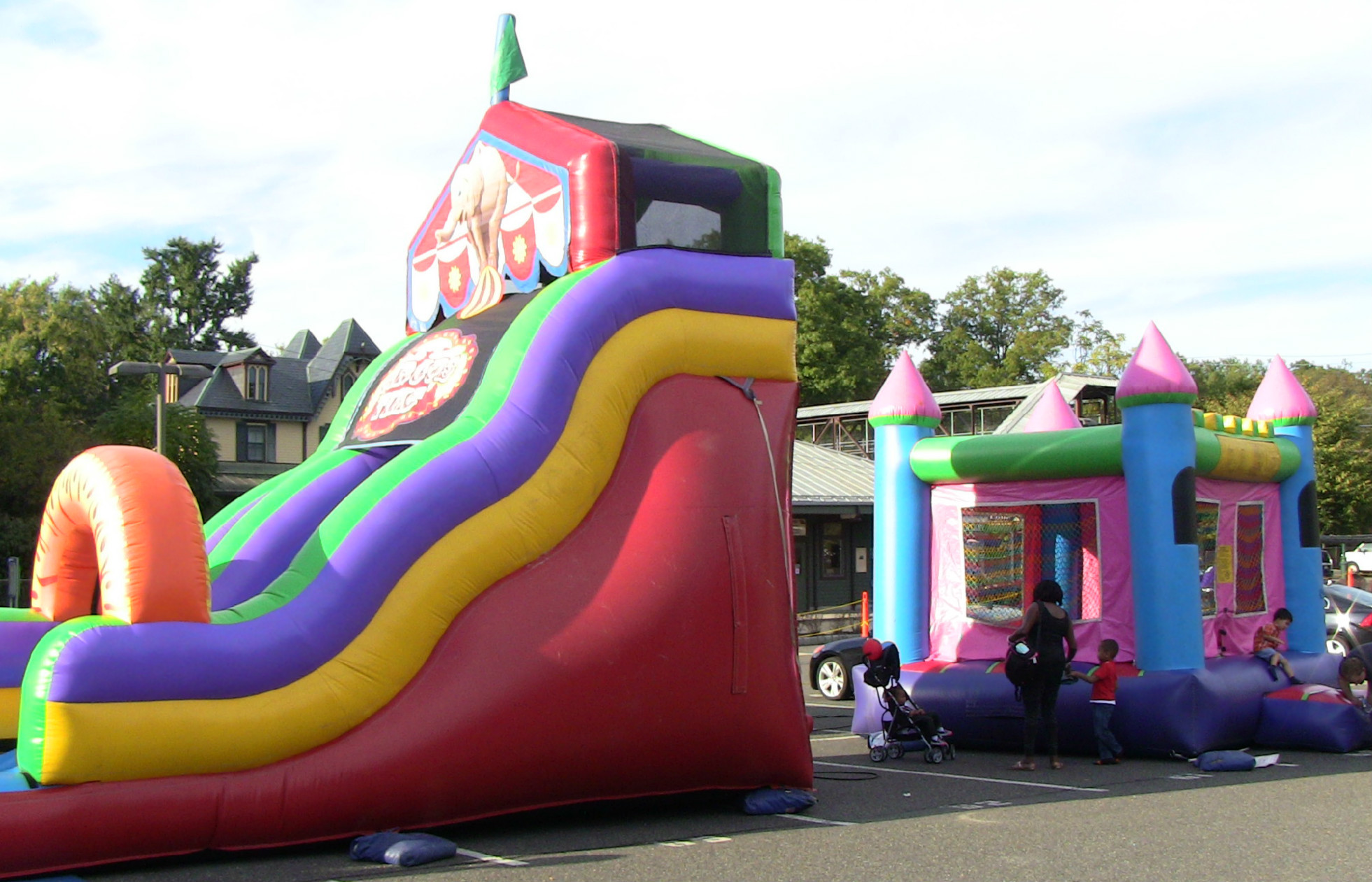 70dff88ea20e1f84d7ae_Bouncy_houses.jpg