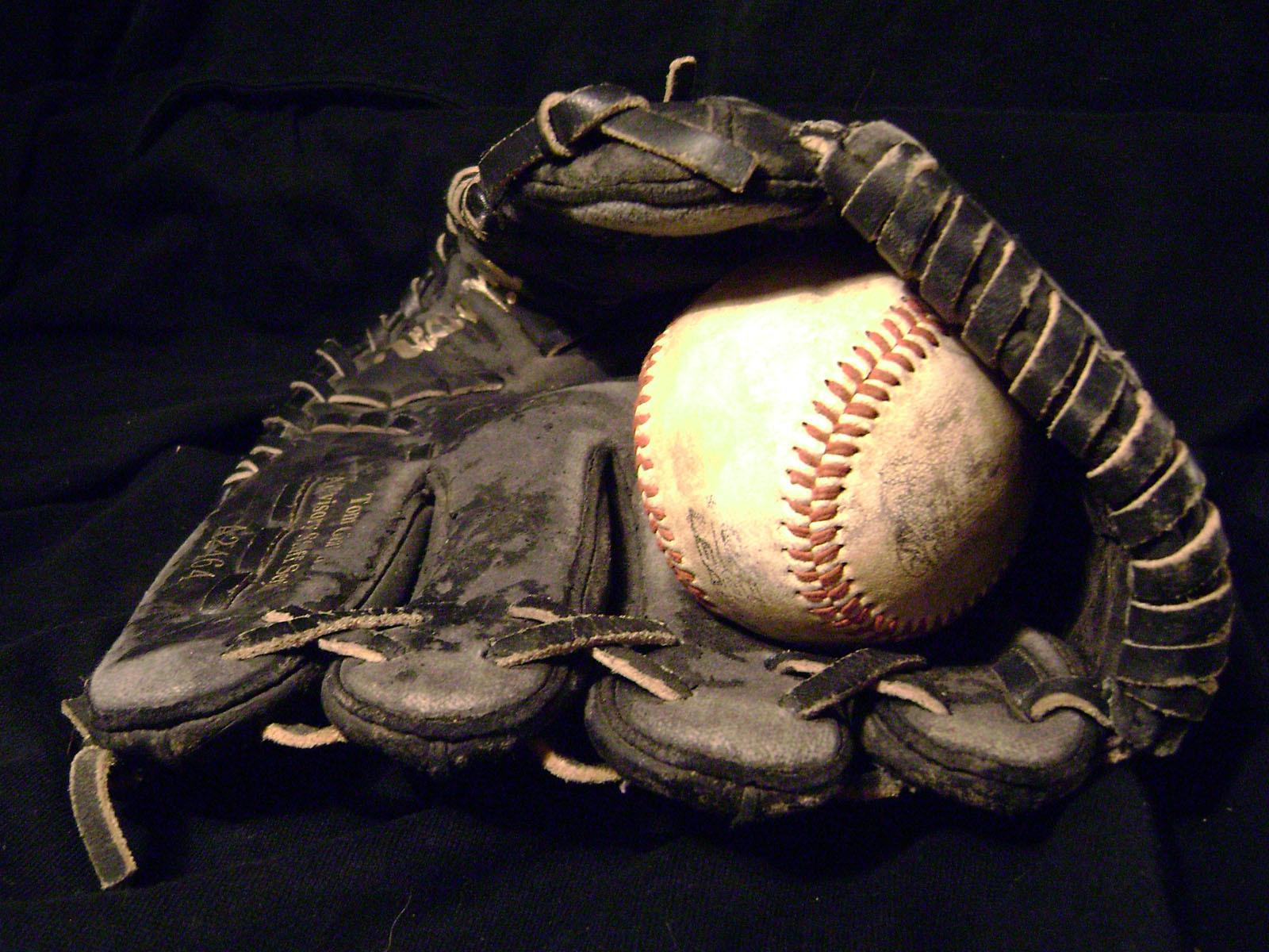 b238d5a3b8b92dc70dcb_baseball_glove.jpg