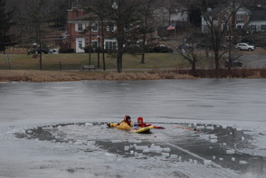 South Plainfield Firefightera Take to the Ice for Rescue Training, photo 3