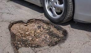 Carousel_image_93e28f4e6a43580df3be_pothole-near-car521x308