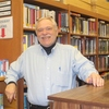 Small_thumb_95f79b6e9f4119b58f43_retiring_librarian