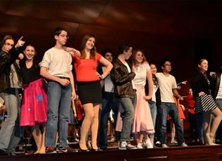 Top_story_e0677e6f62ba7d8bef5a_cast_grease_medley_by_evelyn_brooks