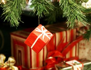 Carousel_image_840225a952a3c49c442e_1121740_christmas_gifts_2