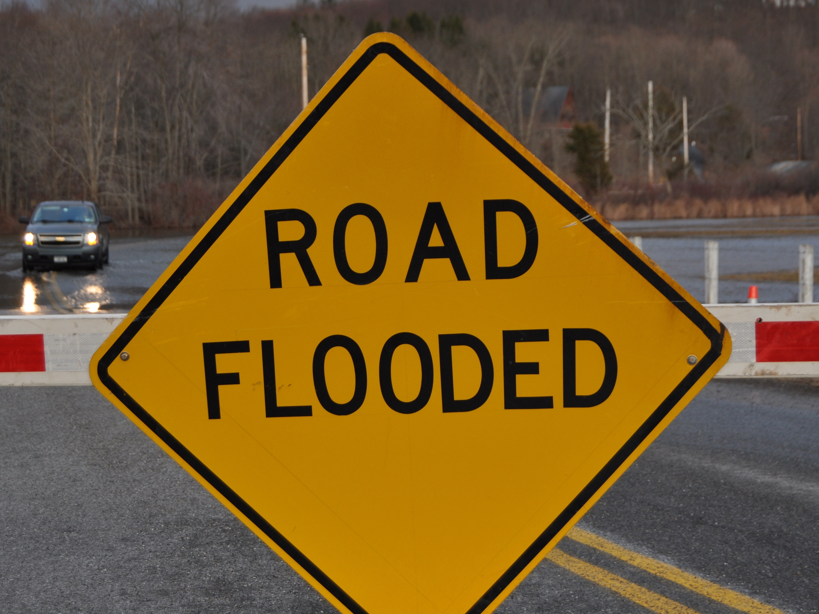 bcd2a73a4045213c13ec_Road_flooded_sign_Gidly_Road.JPG