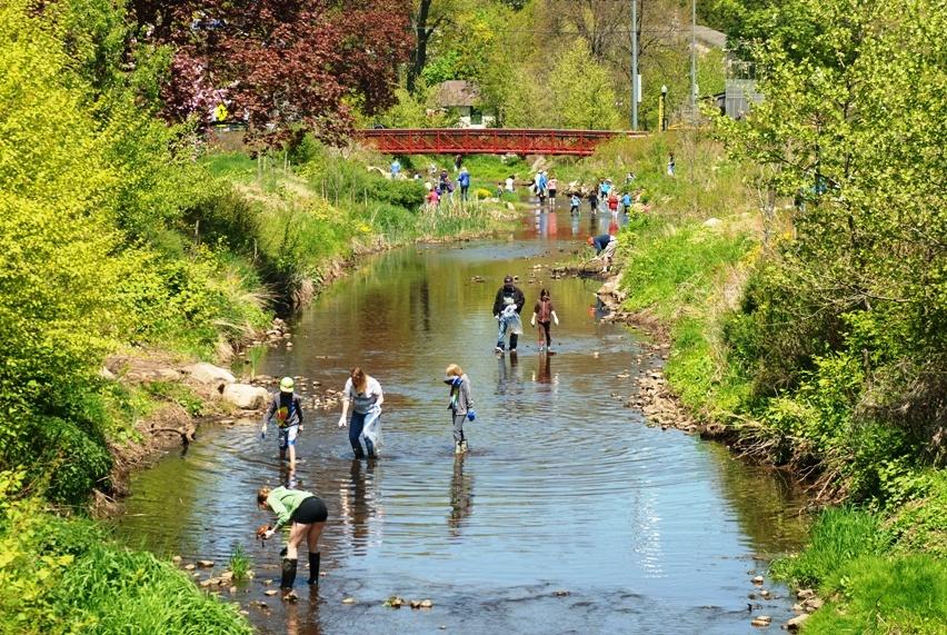 18240b8d230298138ac0_Volunteers-2013-riverday-sm.jpg
