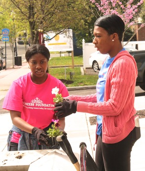Roselle Comes Together for Community Clean Up Day, photo 23