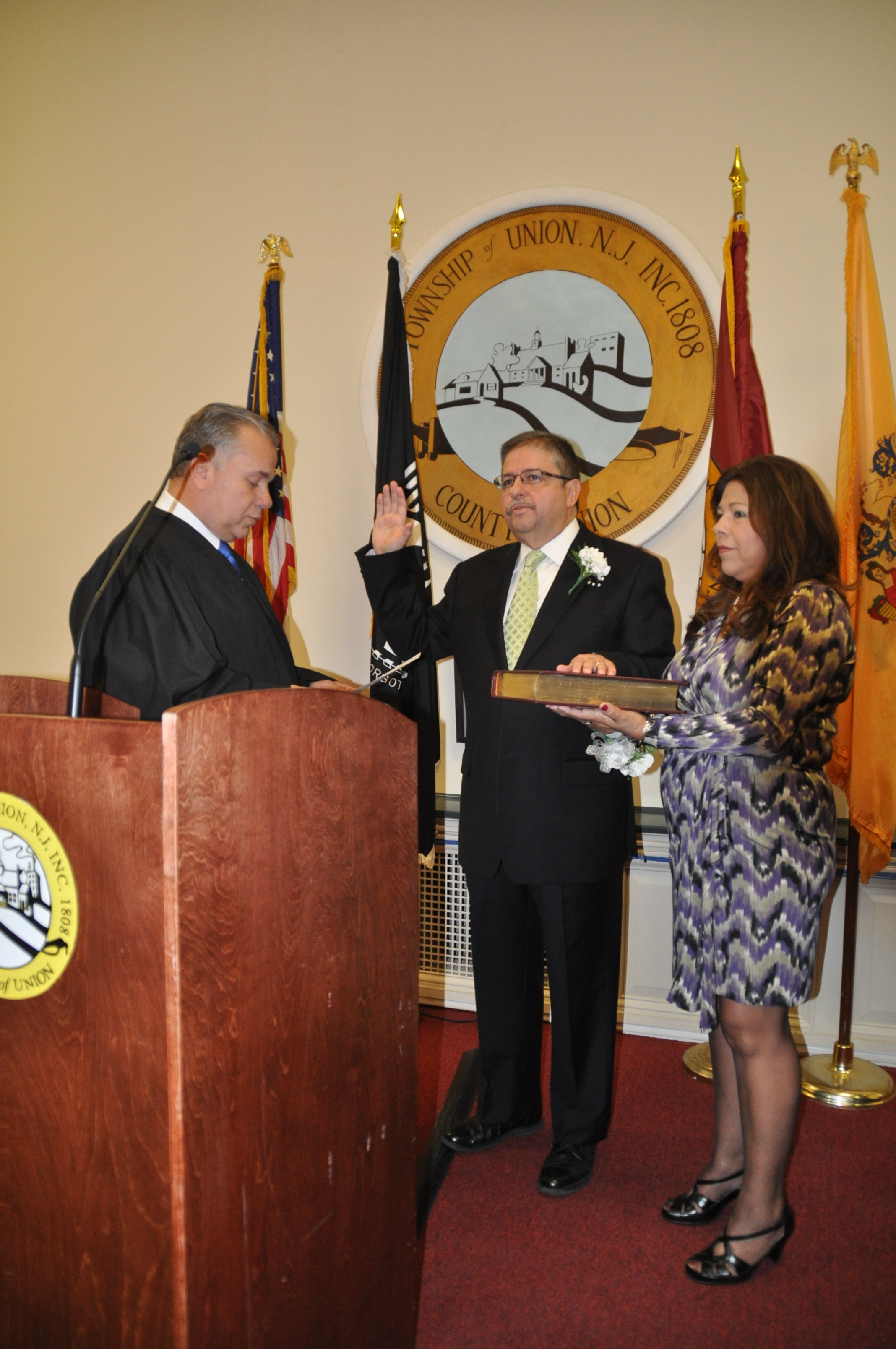 bc415b70d3ae45139205_mayor_manuel_figueiredo_swearing_in_1-1-16.jpg