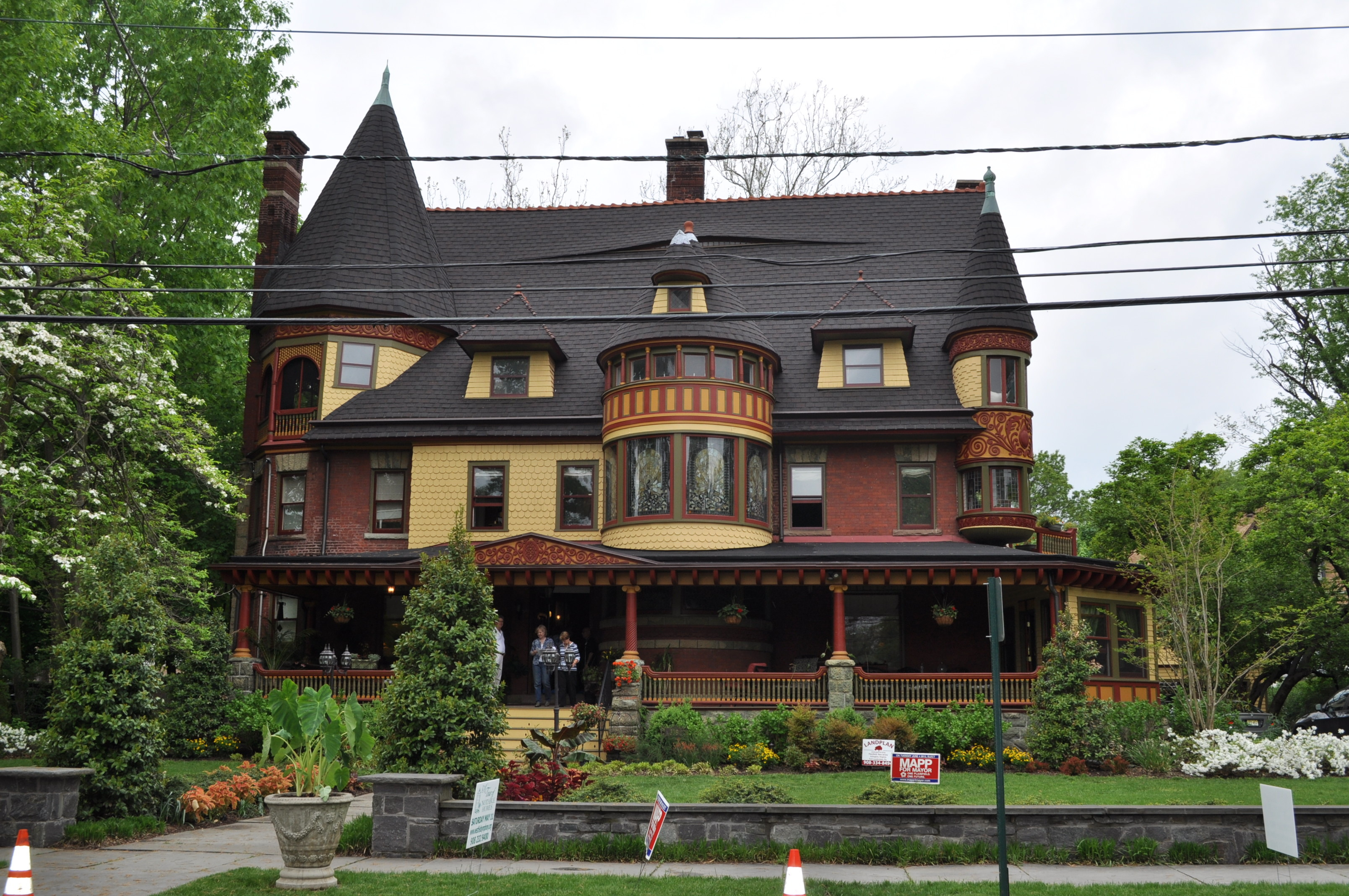Westfield symphony s notable homes tour a smashing for Queen anne victorian house