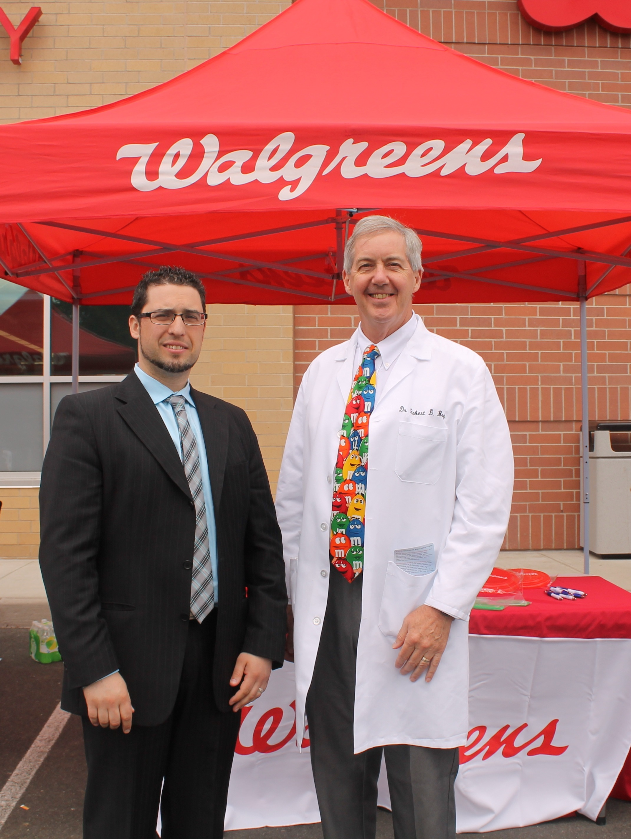 walgreen s offers community health fair news tapinto union nj walgreens community leader john ferraz teamed up dr robert boyd of the woodbridge medical group to participate in walgreens annual