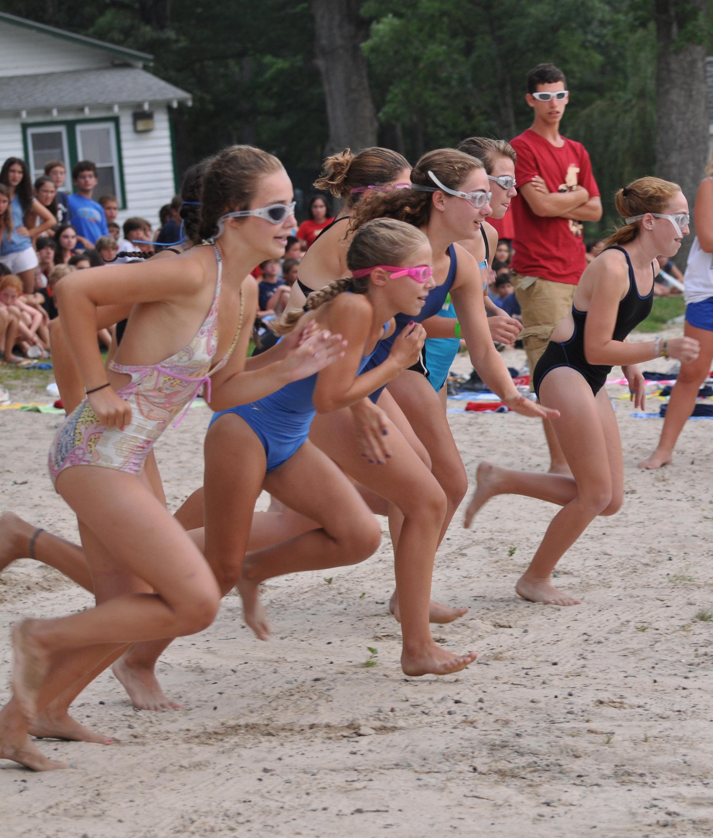 019f3ef9e15866b8db6f_12_Girls_running_on_beach_KR_2010_cropped.jpg