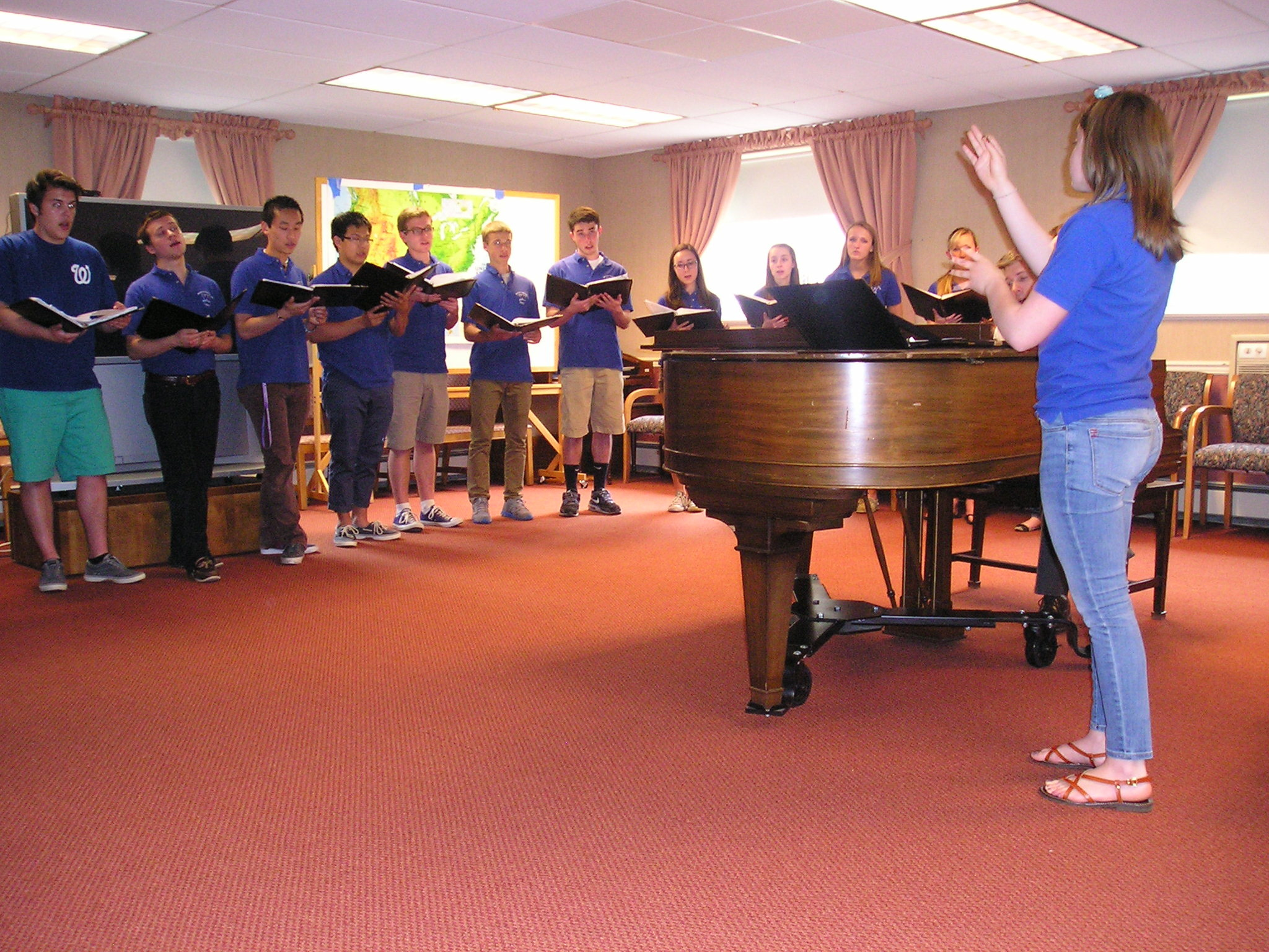 8bf5174ab66954836c1b_Allison_Hecht_Conducting_WHS_Chorale_for_Sr_Cit.JPG