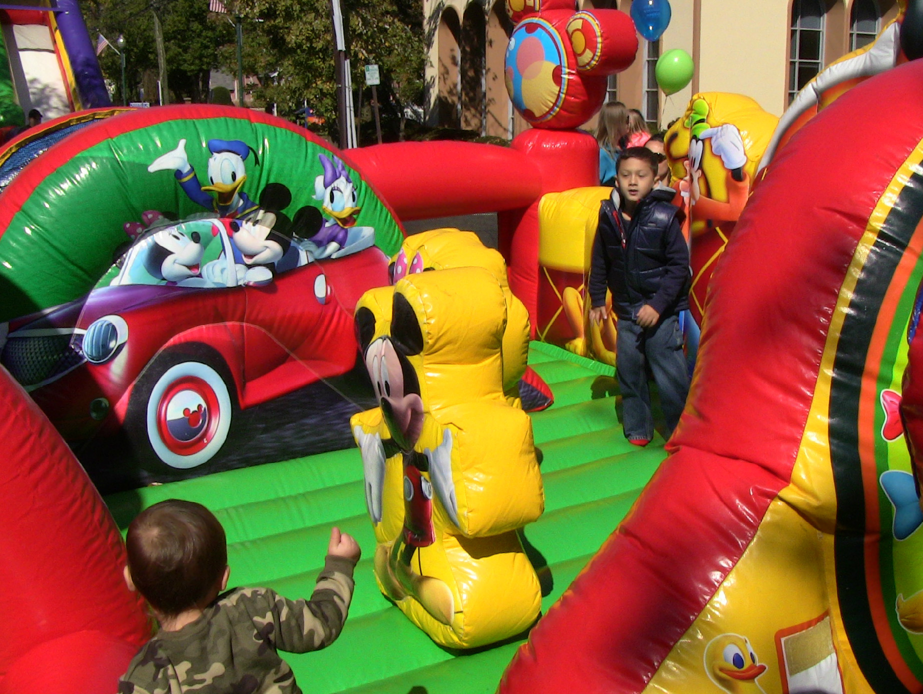 159e2d4ad25cb28805fb_Bouncy_House.jpg