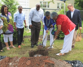 Roselle Community Joins Dr. Polk Family and Plants Time Capsule, photo 16