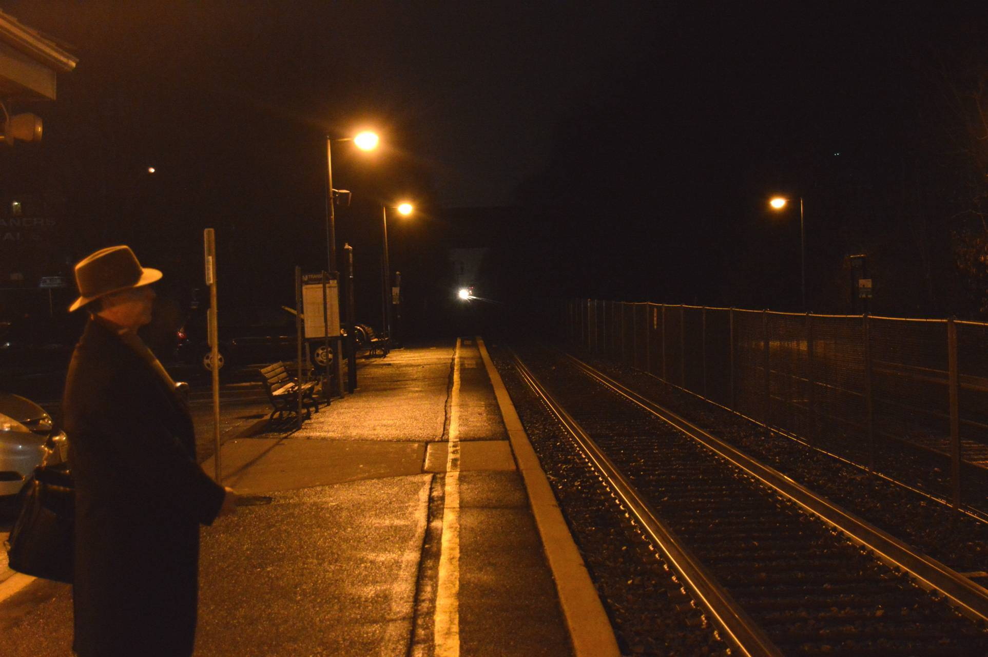 4d88c826b4932c2d823d_Awaiting_train.jpg