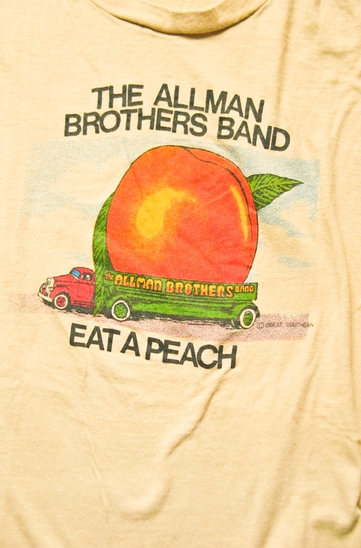 066219008b2cb4e7c066_eat_a_peach.jpg