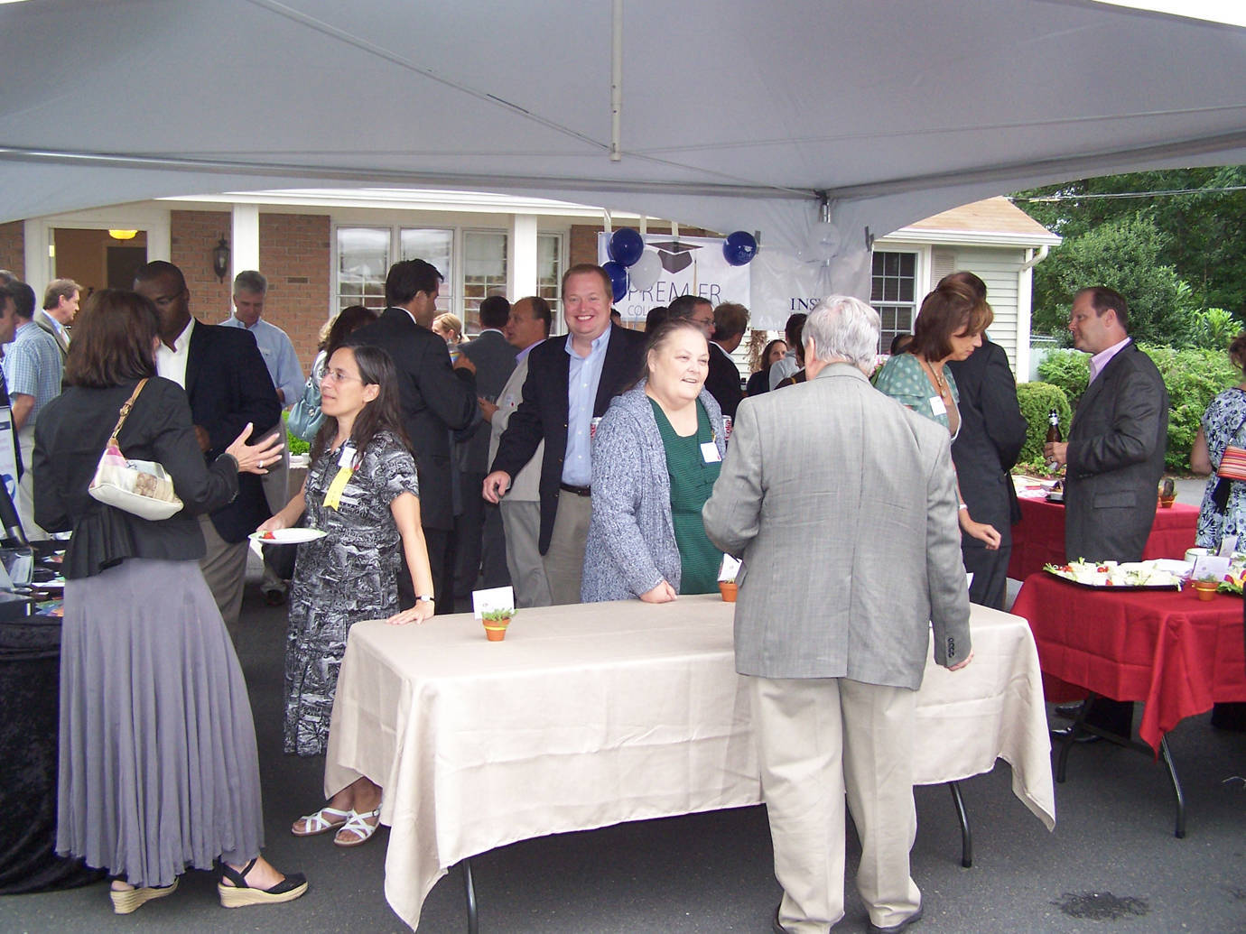 041be1d3ab89b2aa5b4a_Networking-Crowd.jpg
