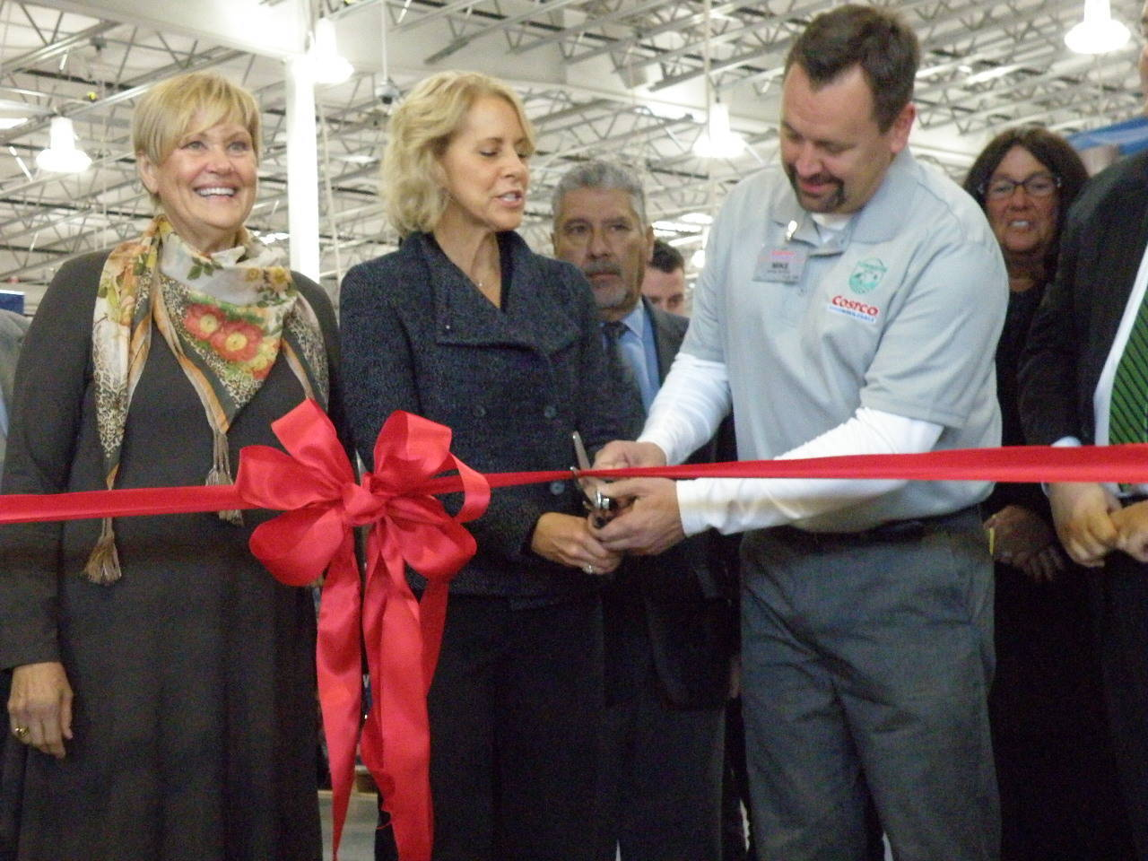 flemington s costco throws open its doors flemington raritan nj from left are hunterdon holder director suzanne lagay raritan township or karen gilbert and costco store manager mike liszewski as they cut the