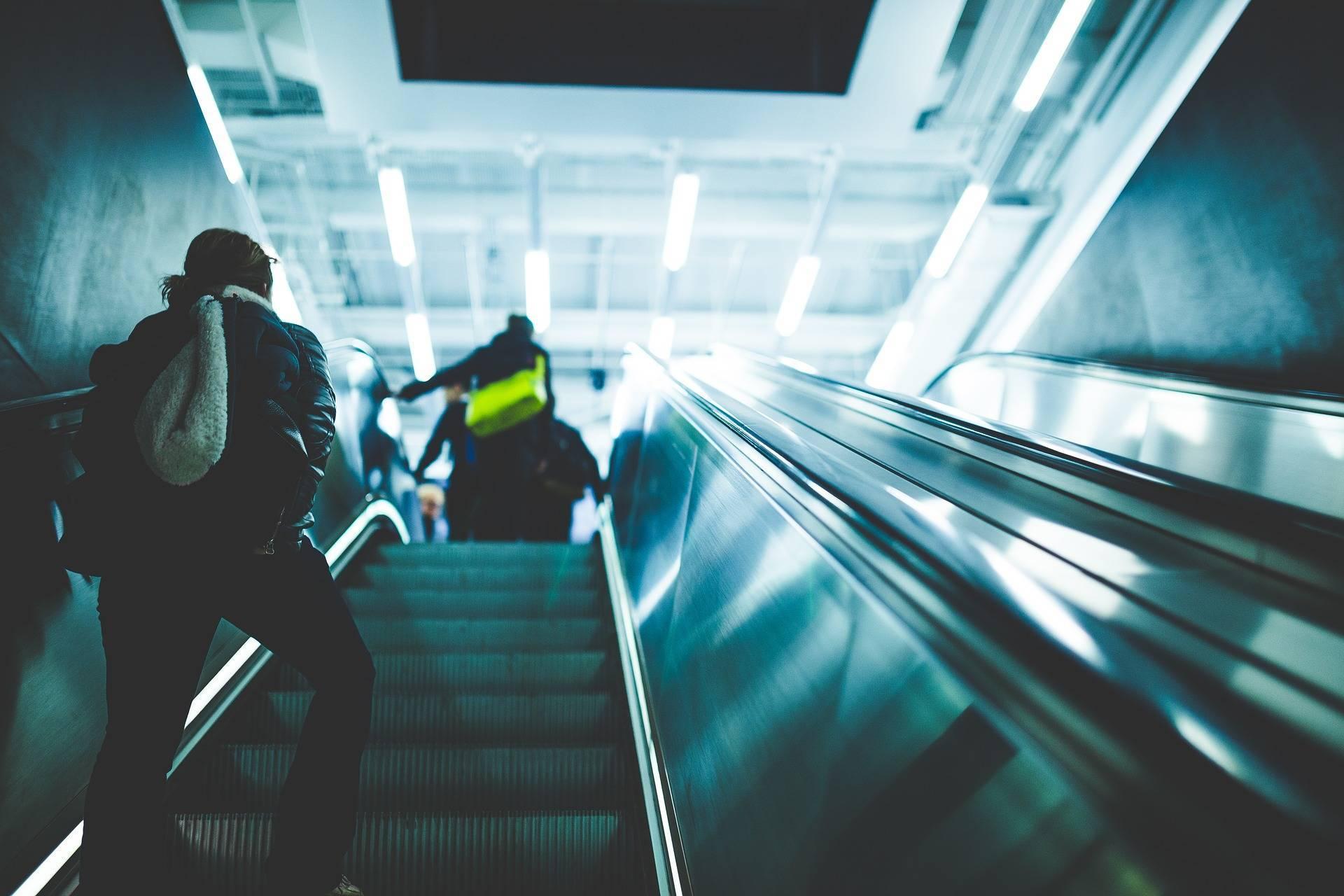 0eedfeb58583a16da22e_escalator.jpg