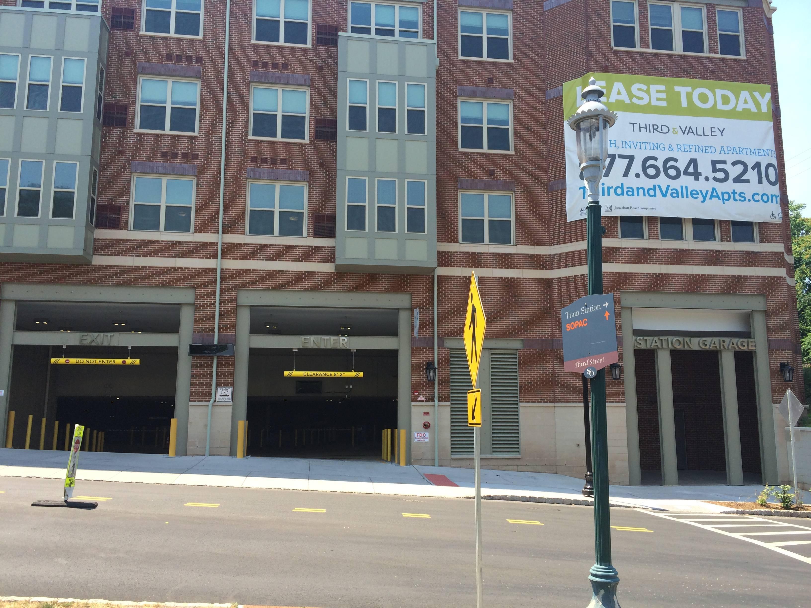 13622a8c045bef949d44_third_street_garage.JPG
