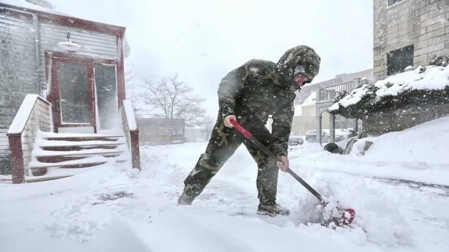 1a0ea9ec5b609400a8a2_37888012-man-shovels-snow-0208-ap-jpg.jpg