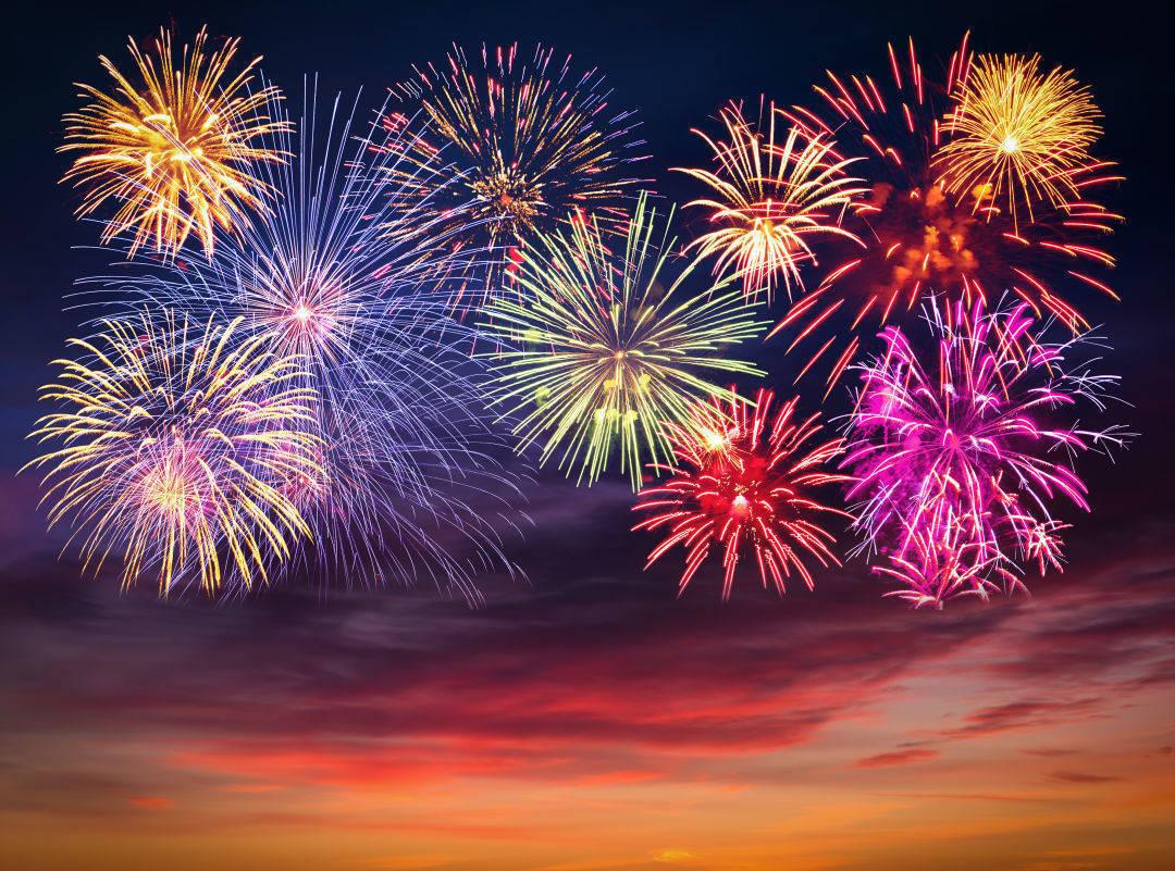 1c9a37885ac389045113_d3bd9e058d38a750d078_fireworks.jpg