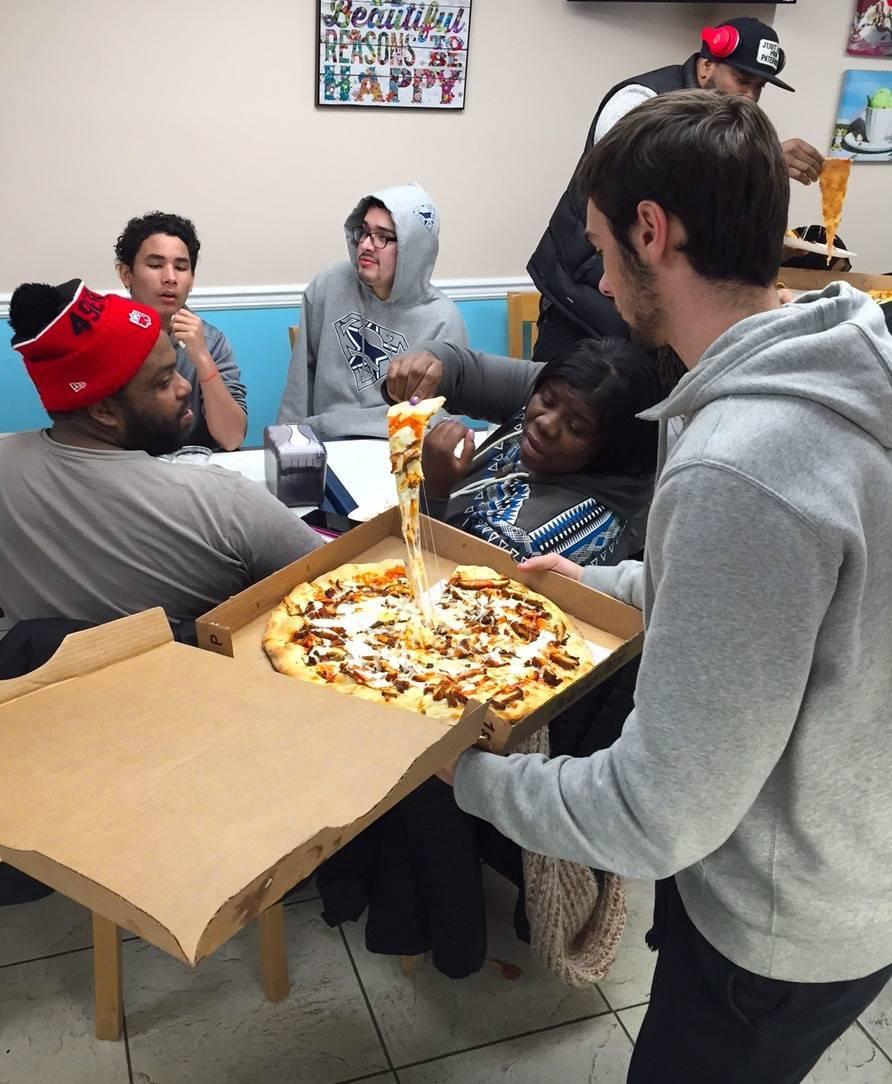 1dbe32935b930ee2b869_Cooney_-_Nick_s_-_pizza.JPG