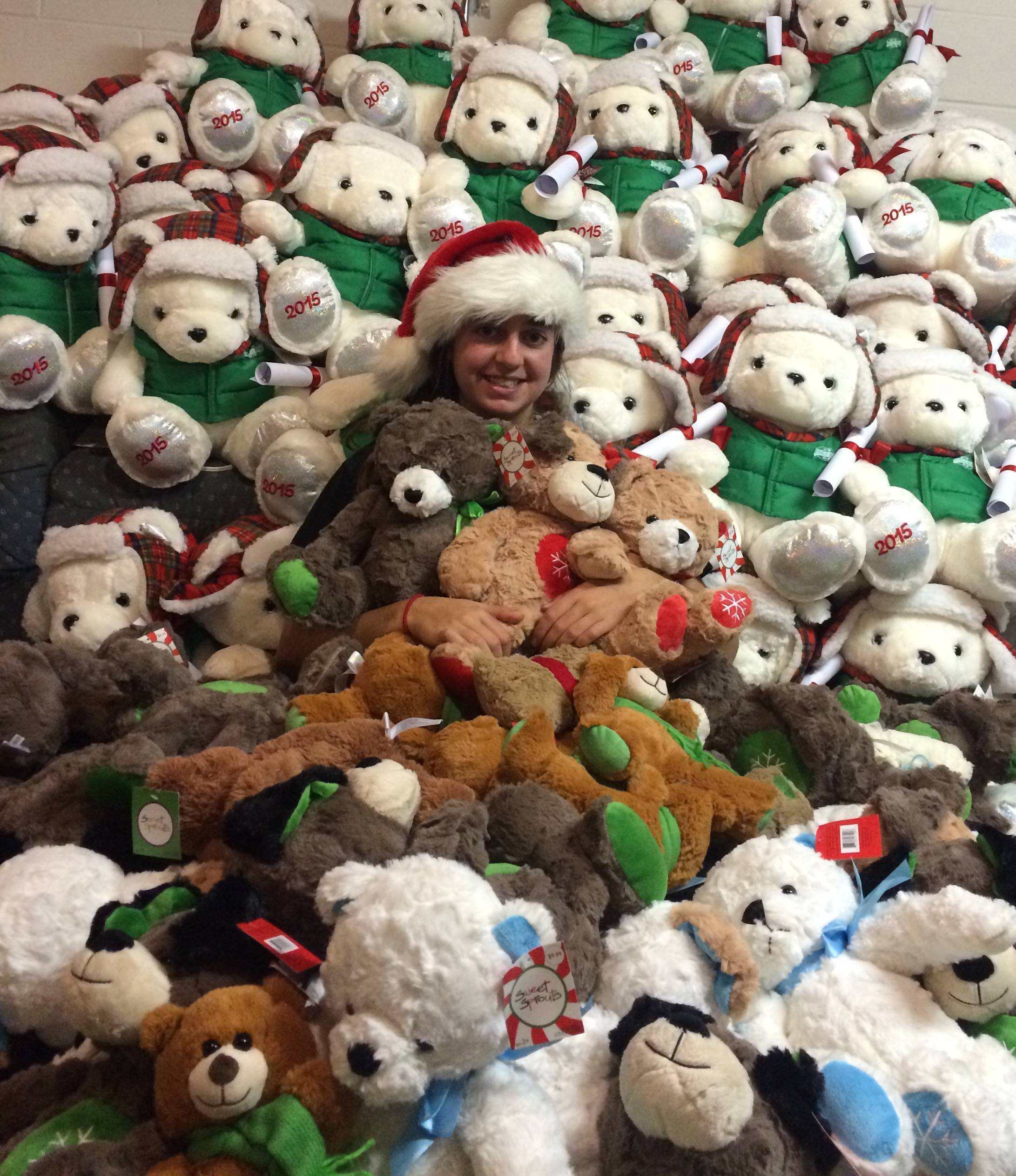 200d23f709adcd3b4773_Marirose_Fischer_and_Teddy_bears_destined_for_Tilly_s_Kids..jpg