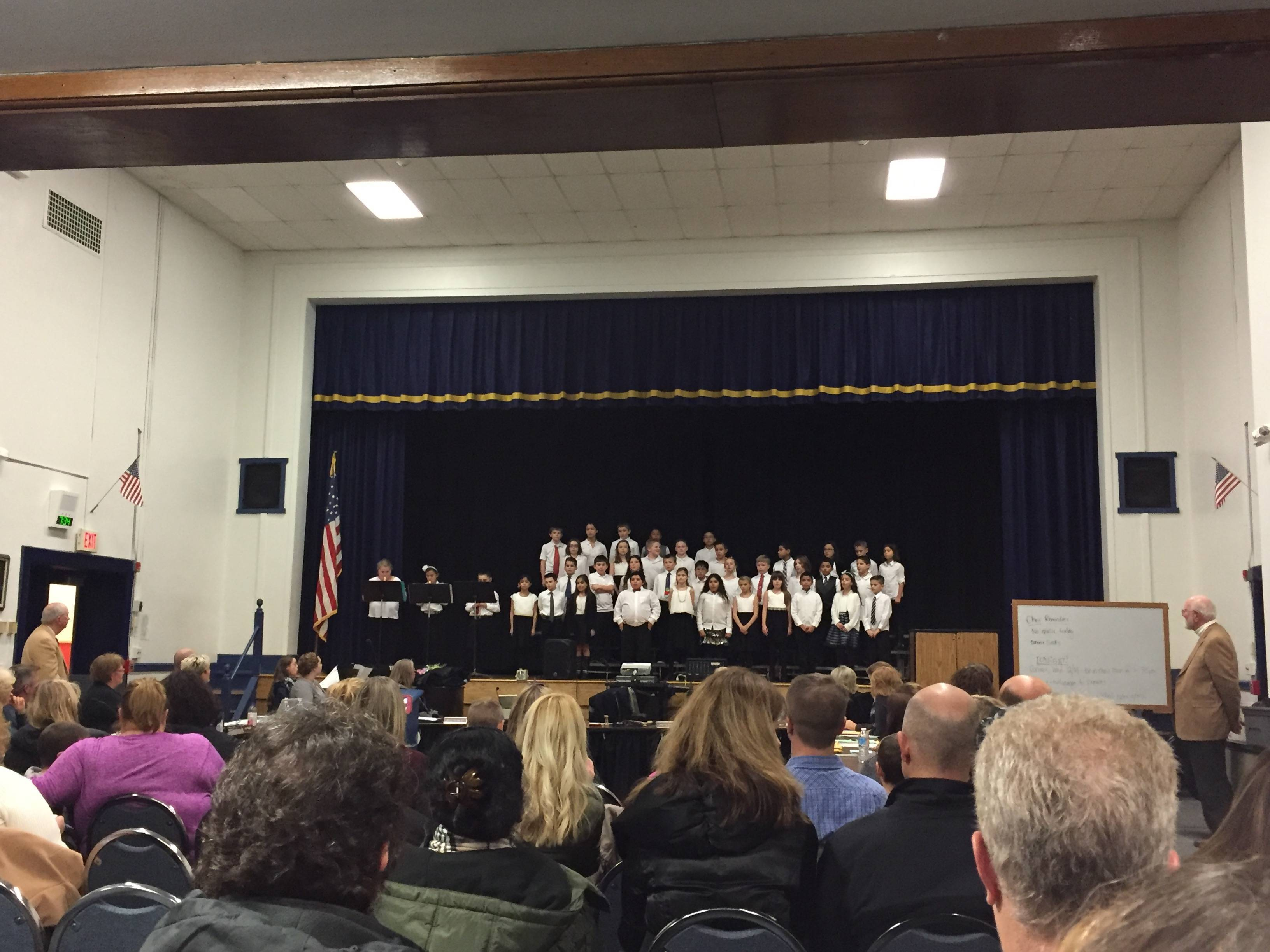 2255dfb7277cc9c17e68_a0635f4ece0c3ccb2f20_Franklin_4th_Grade_Choir_with_Recorders.jpg