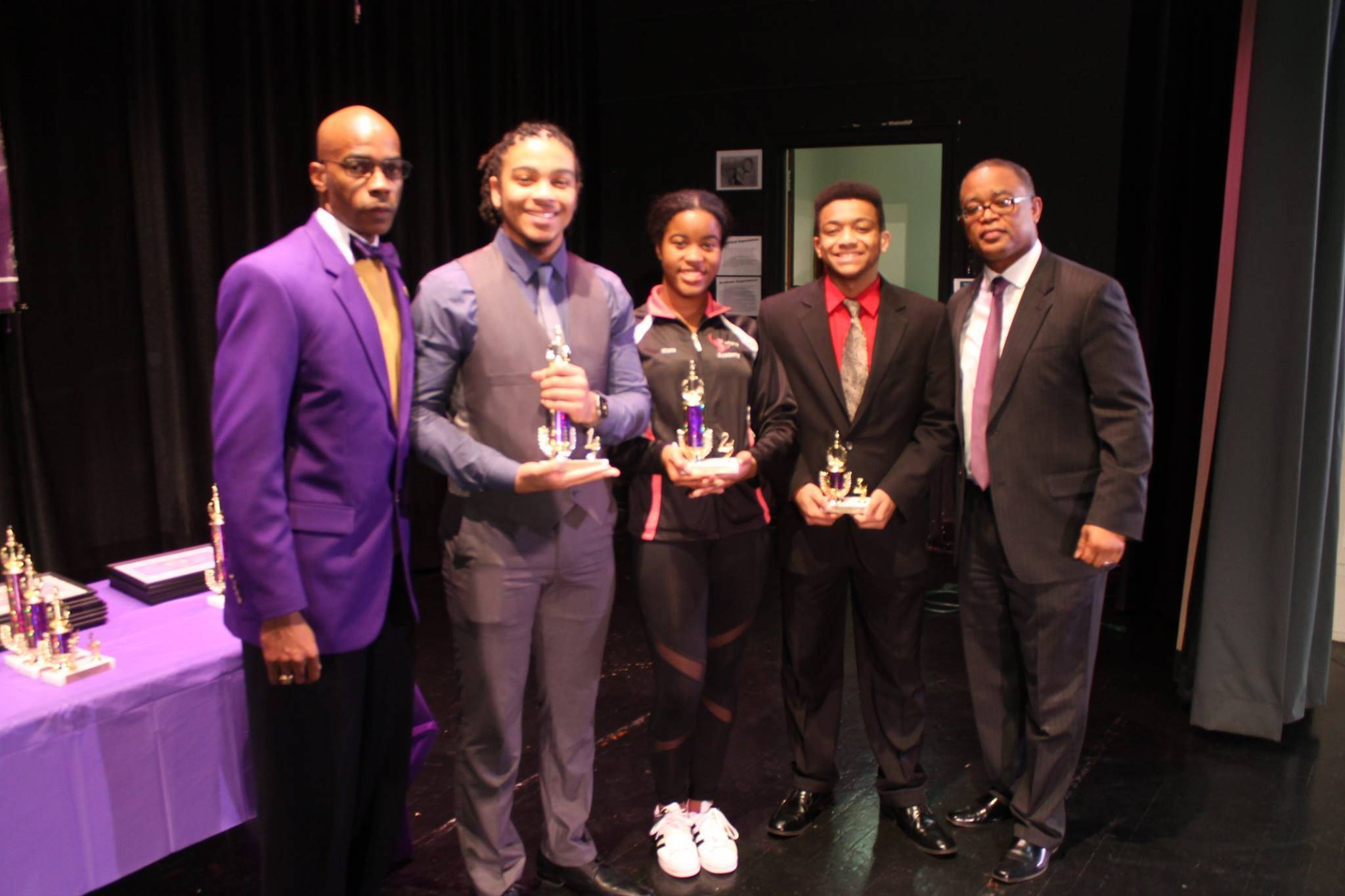 non violence stay the course plainfield celebration of the l to r basileus leon smith 2017 ox high school essay winners xavier norman 1st place kiara smith 2nd place john metz iv 3rd place
