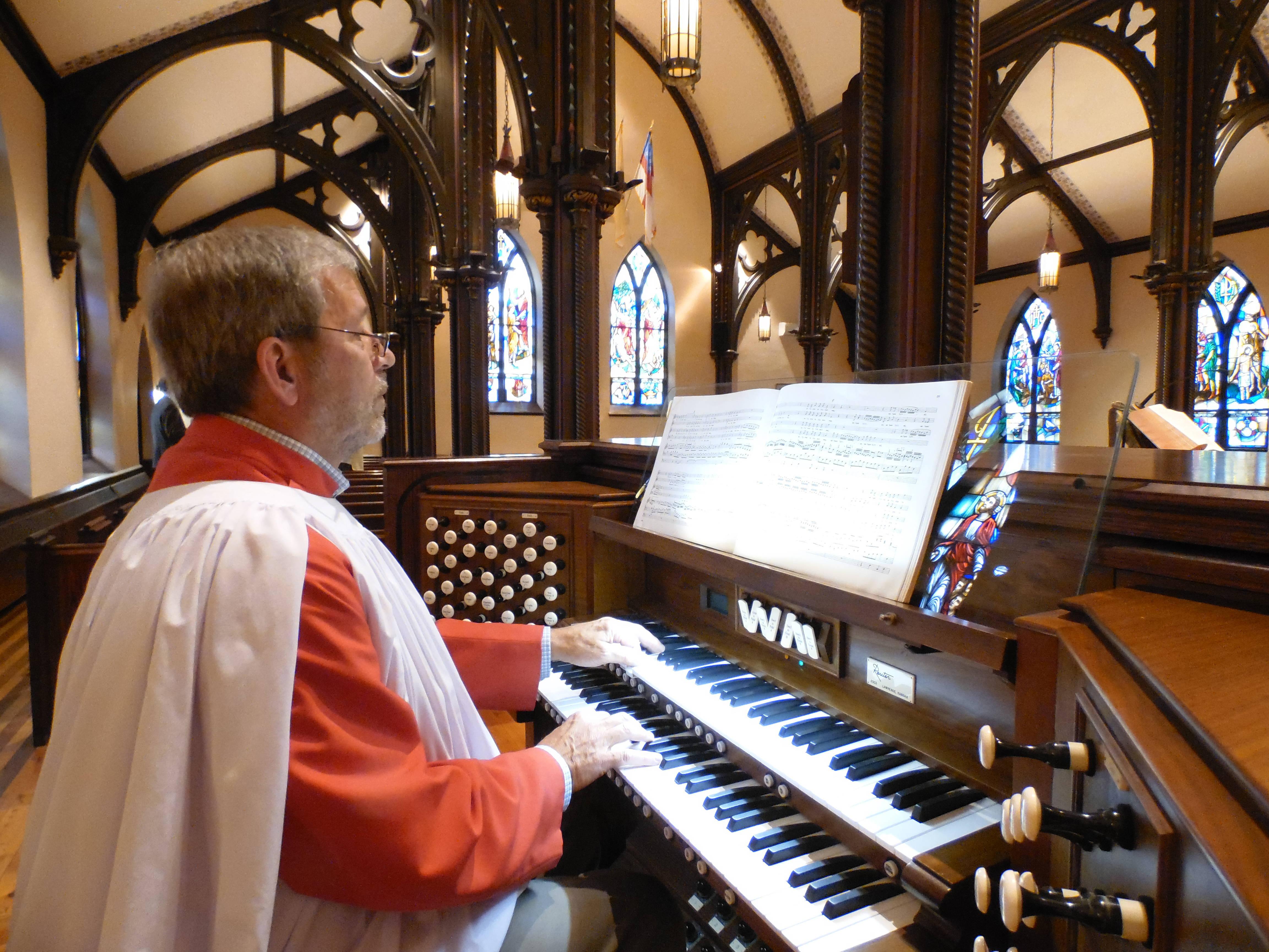 2340e7537926b6c0d48a_S._Gregory_Shaffer._Organist__Christ_Church_Newton.JPG