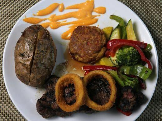 25bb41a7c5bf522002d9_app-steakandcrabcake.jpg