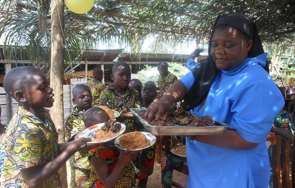 2ab96c5719b22a19b45b_Outreach_-_Cameroon_Orphans_-_Sister_Jane_and_the_children_-_9c05ac_6eeca75a747e4ae59de638e76af5306d.jpg