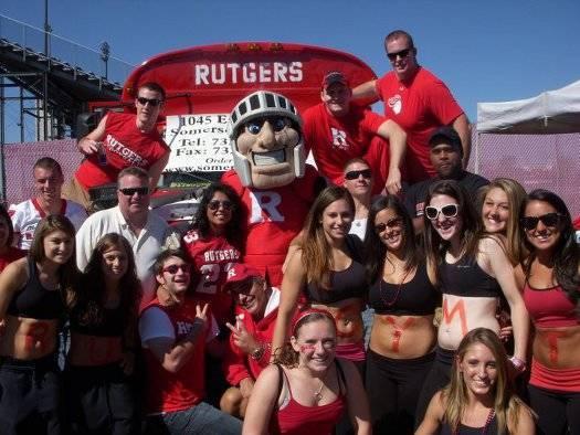 2b38438328b88dec13ba_Rutgers_Tailgating_Bus.jpg