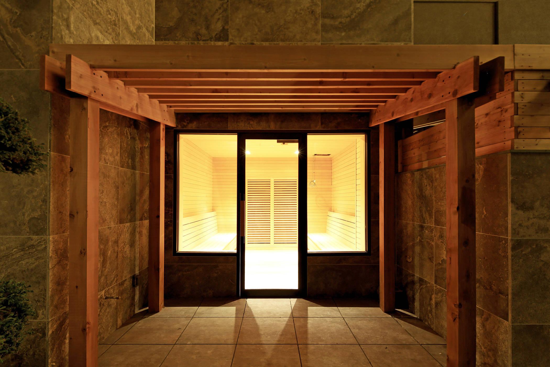2c6a301bdff04102f4bb_SoJoSpaClub-Sauna2.jpg